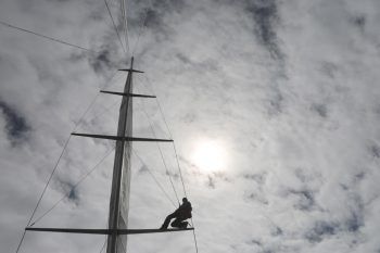 2015-08-Life-of-Pix-free-stock-photos-sailboat-man-mast-Leeroy